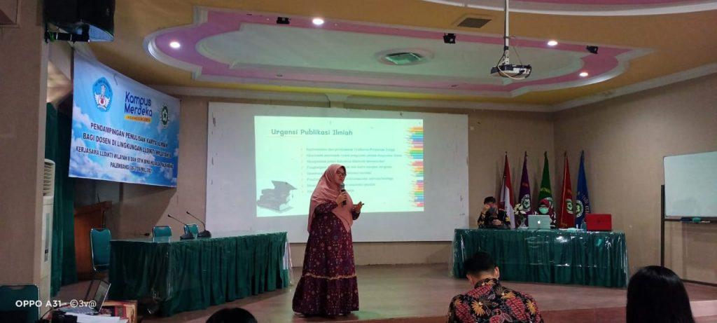 Narasumber Dr. Heni Febriawati, SKM, MARS