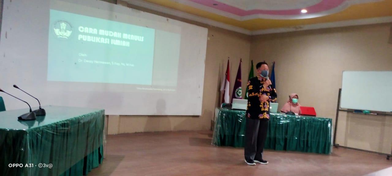 Narasumber Dr. Dessy Hermawan, Ns, M.Kes